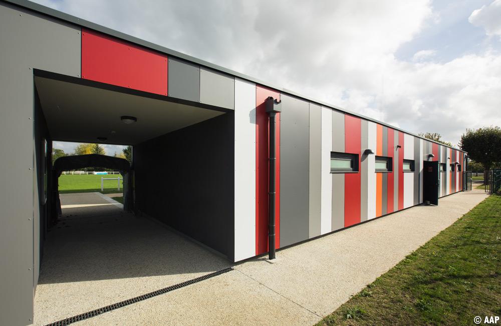 l 39 atelier architectures et paysages vestiaires du stade de foot contres. Black Bedroom Furniture Sets. Home Design Ideas